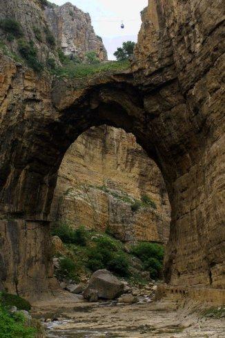 La monumentale arche dans les gorges du Rhumel
