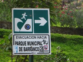 Pour ne pas se tromper de sens en cas de tsunami et retourner betement vers la mer !