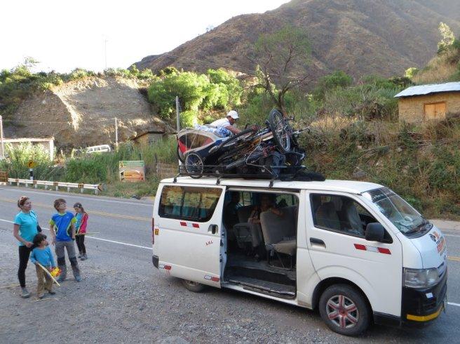 Mini-bus-stop au pied de la montée d'Abancay