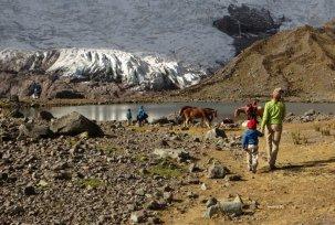 En arrivant à la plus haute laguna de Pucacocha à 4800 m, site de bivouac