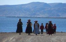 Les femmes de la péninsule de Capachica, au chapeau caractéristique à pompoms