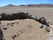 "Ruines, abri du midi : ""Camping, no toilet"""