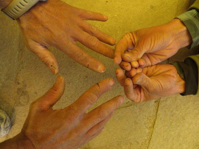 Dur dur le froid pour les mains : crevasses... (Seb et Ariane)