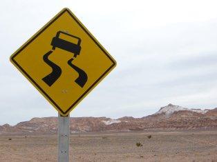 Attention risque de verglas ? Neige au fond ? Non, non, c'est du sel, et c'est la sable qui glisse !