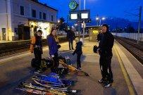 Sur le quai, en attendant le train pour Genève
