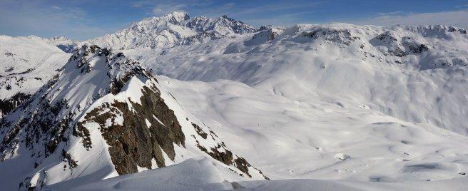 Vue du sommet de la Croix d'Outray vers les Rochers des Enclaves et le Mont Blanc