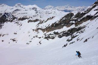 La pente s'adoucit, face au Mont-Blanc