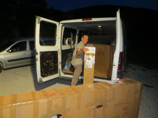 Chargement du camion de Manu et Sandrine