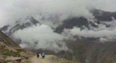 Début de la descente du Kun Zum La