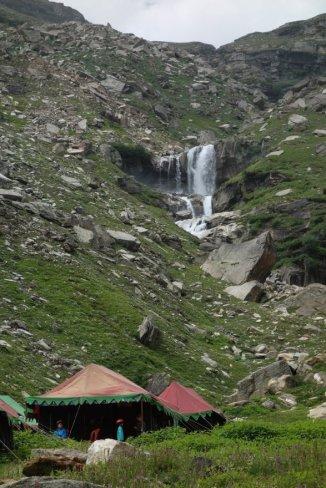 Camp familial de tentes de Koksar