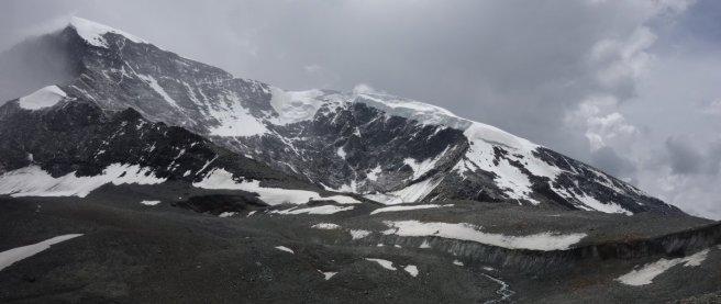 Le Shingi Ri (6050 m) plâtré