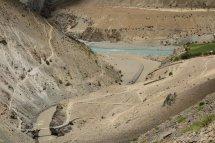 Confluence Kargiak Chu / Tsarap : mélange des eaux turquoise et marron