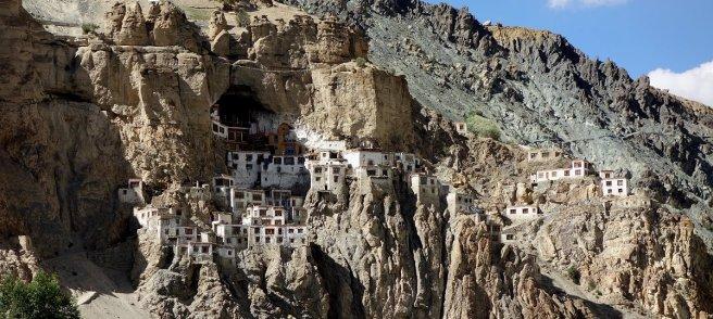 Monsatère de Phuktal dans la falaise