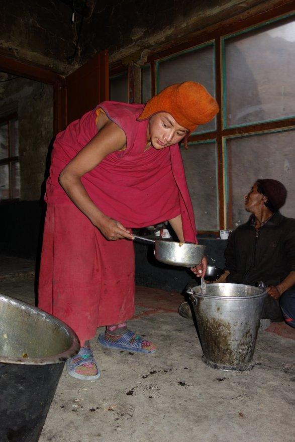 Repas dans la cuisine des moines