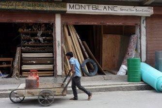 """Tiens, l'appelation """"Mont Blanc"""" semble à la mode à Padum : après notre Guest-House, d'autres enseignes l'ont adoptée !"""