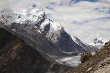 Bergers sur un bloc face aux glaciers