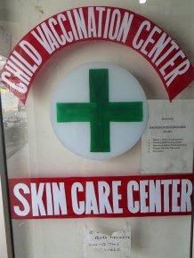 Sur la porte d'une pharmacie de Leh...