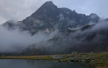 Le Sirac domine le lac de Vallonpierre