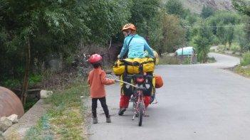 Dans la vallée de la Suru - en route, petite troupe !