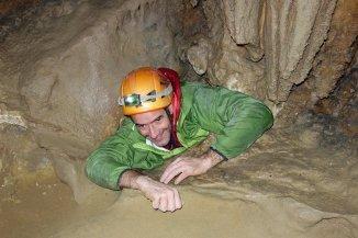 Grotte de l'Ours - Seb sort de la dernière chattière