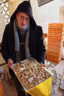 Notre discret guide de la mosquée de l'immam, nous présentant les restaurations en cours