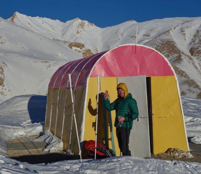 Abri du Gash Mastan (3020 m), avec au fond le sommet du Kal-e Assad Khani