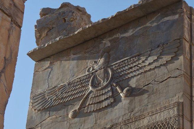 Oiseau Vareghna des zoroastriens représentant la Xvarnah, la gloire royale. Persépolis.