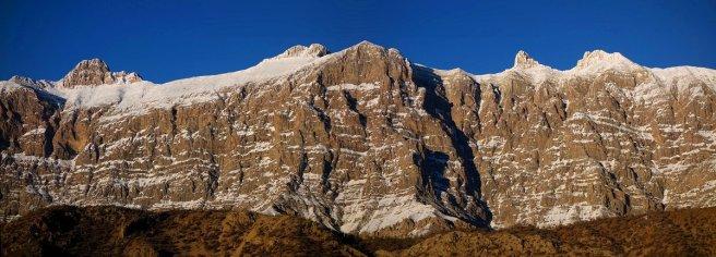 Panorama vue de Sisakht : à gauche le Morgol et au centre le point culmnant du massif, le Gash Mastan