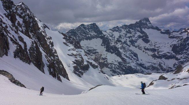 Descente du Col de la Lavey (versant Ouest), face à l'Olan (3564 m)