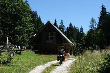 Arrivée au chalet forestier d'Aldo et Marie