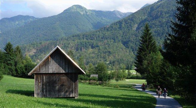 Paysage typique de la campagne slovène, le long de la piste cyclable menant au lac de Bohinj