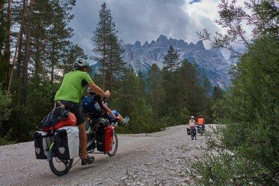 En montant le Passo Cimabanche, dans les Dolomites itaniennes