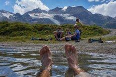 Baignade dans le lac du col de la Bernina (2300 m), Suisse