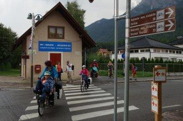 Groupetto aux intersections de la piste cyclable avec les routes
