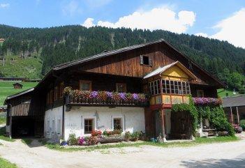 Toujours de belles maisons fleuries sur notre chemin