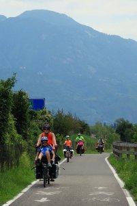 Piste cyclable le long de l'Adige