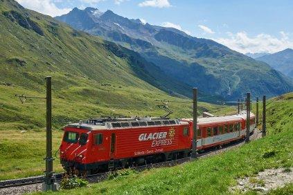 Train touristique panoramique, le Glacier Express