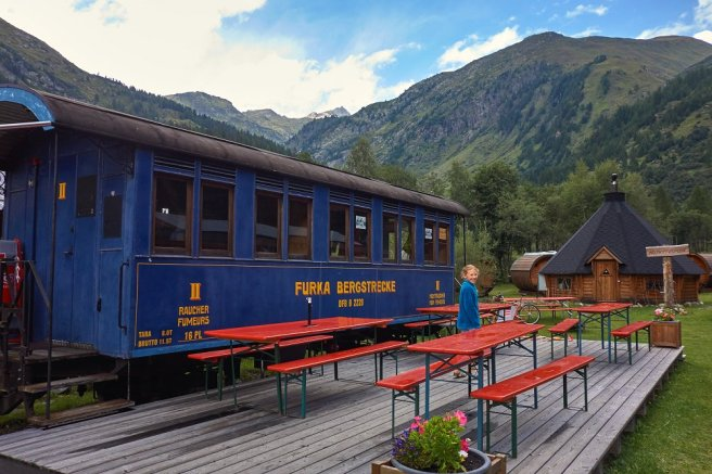 Salle hors sac du Holiday Camp d'Oberwald : un ancien wagon !