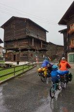 Les maisons en bois de la vallée des Conches