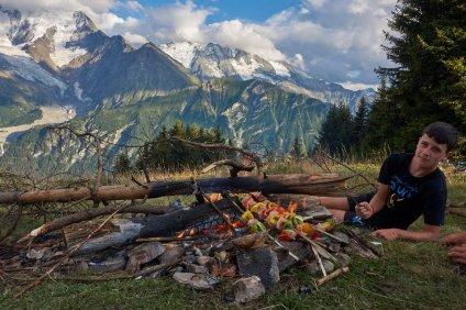 Brochettes face au Mont-Blanc