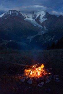 Feu de camp, face à la voie normale du Mont-Blanc
