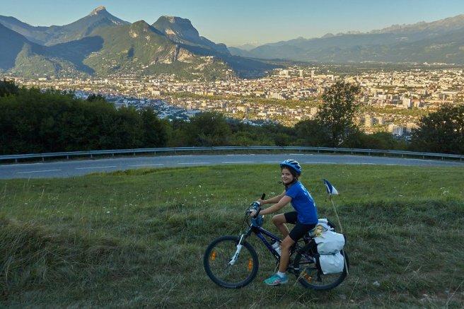 Montée vers le Vercors, avec Grenoble en pied