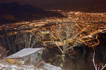"""Une des très jolies cabanes """"secrètes"""" du Vercors, dominant Grenoble"""