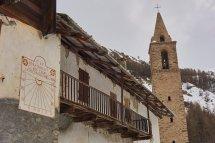Abbaye de Laverq - Cadran solaire et balcon de bois