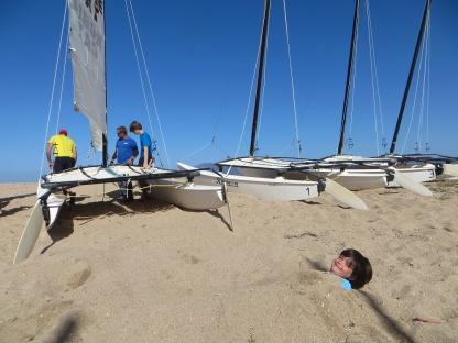 Titouan s'occupe durant la préparations des catamarans