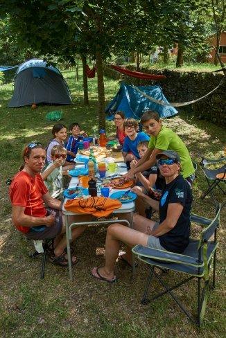 Camping de la Sure, aux Vans, situé le long de la jolie rivière de la Sure