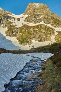 Au dessus du lac de l'agneau, on va mettre les skis au pied pour monter au Taillefer