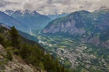 La plaine de Bourg d'Oisans vue depuis la belle piste panormaique entre le col du Solude et Villard-Notre-Dame
