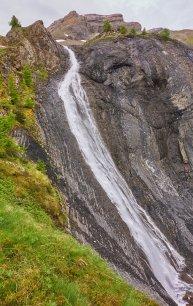 La cascade bien en eau, en montant à Pierre Grosse