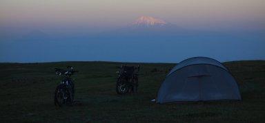 Bivouac devant les petit et grand Ararat